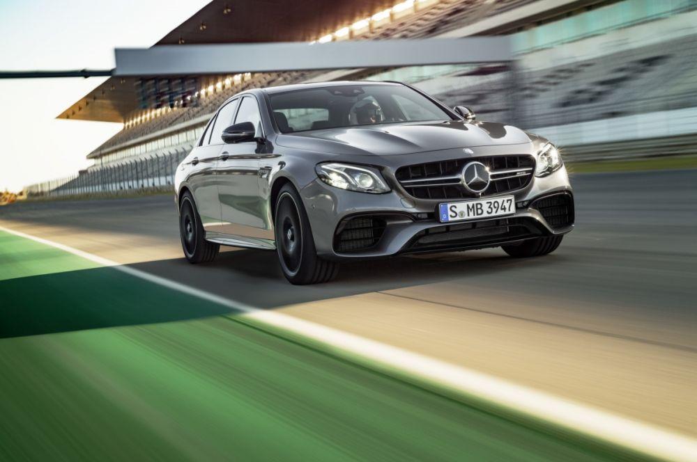 Mercedes-AMG prezentuje dwie sportowe limuzyny klasy E